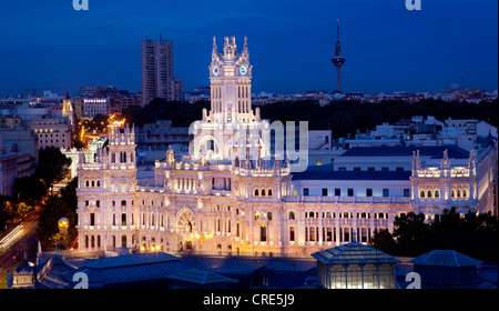 Palacio de Comunicaciones, at night, former headquarters of the postal service, now the Town Hall and City Council - Stock Photo