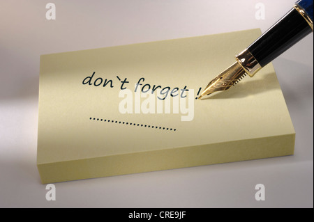 memo marked with don`t forget - Stock Photo