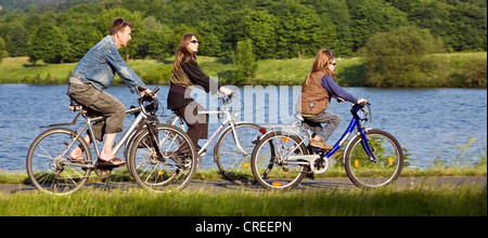 cycling family on the Ruhr-Vally-Cycleway at the Kemnade Storage Lake, Germany, North Rhine-Westphalia, Ruhr Area, - Stock Photo