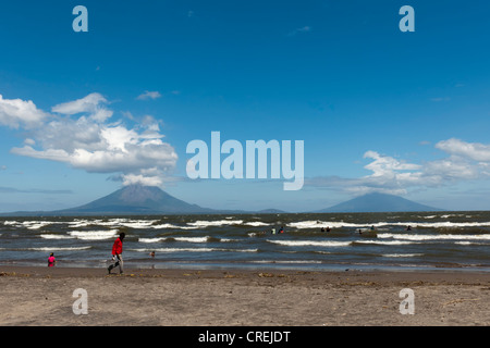 Shallow shore of the Lago de Nicaragua with the volcanic island of Ometepe and the stratovolcanoes Volcán Concepción, - Stock Photo