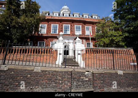 Cromwell House, Ghana High Commission, The Bank, Highgate Hill, N6, London, England, UK - Stock Photo