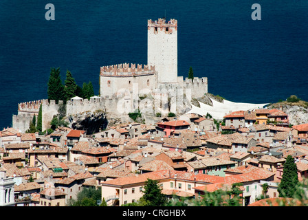view on the village and the Scaliger castle, Italy, Veneto, Malcesine - Stock Photo