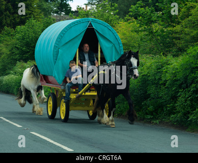 Travellers in a traditional horse drawn caravan in Sedbergh, Cumbria. - Stock Photo