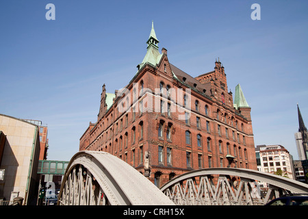 bridge and the Sandthorquaihof in the Speicherstadt district, Free and Hanseatic City of Hamburg, Germany, Europe - Stock Photo