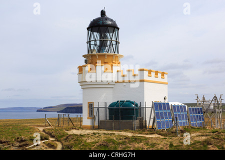 Birsay lighthouse built by David A Stevenson in 1925 is now powered by solar panels on Brough of Birsay Orkney Islands - Stock Photo