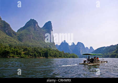 A boat on Li river between Guilin and  Yangshuo, Guangxi province - China - Stock Photo
