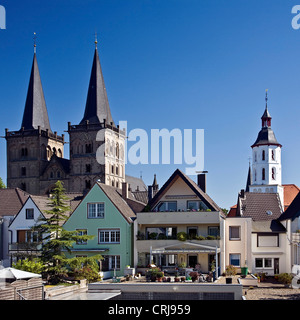 city view with catholic cathedral St. Victor and evangelic church, Germany, North Rhine-Westphalia, Xanten - Stock Photo