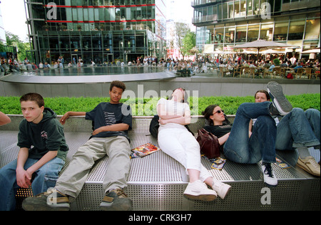 Young people in the area of the Sony Center at Potsdamer Platz - Stock Photo