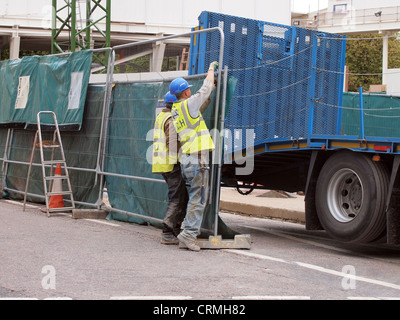 Construction workers at a building site in London, England, May 17, 2012, © Katharine Andriotis - Stock Photo