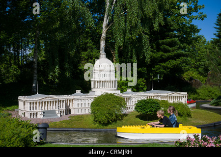Girl by united states capitol building Stock Photo: 32820241 - Alamy