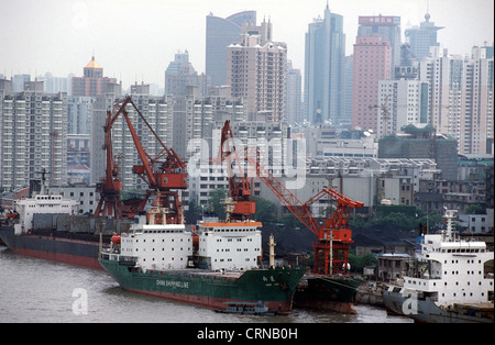 Container ships are deleted in Shanghai port