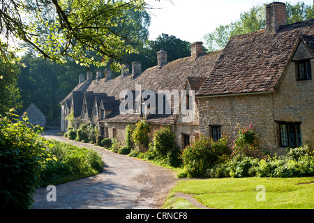 Famous row of weavers cottages,Arlington Row,built in 1380 as a monastic wool store. Bibury Cotswolds Gloucestershire - Stock Photo