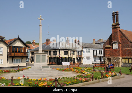 War memorial and memorial gardens by the Moot Hall, a Grade I listed timber-framed building which has been used - Stock Photo