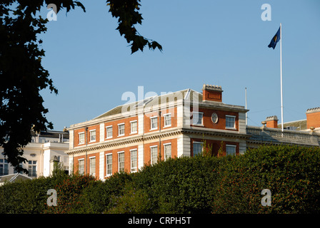 Marlborough House, headquarters of the Commonwealth Secretariat. The building was designed by Christopher Wren and - Stock Photo