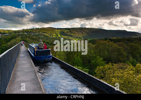 A barge travelling along the Pontcysyllte Aqueduct, a navigable aqueduct that carries the Llangollen Canal over - Stock Photo