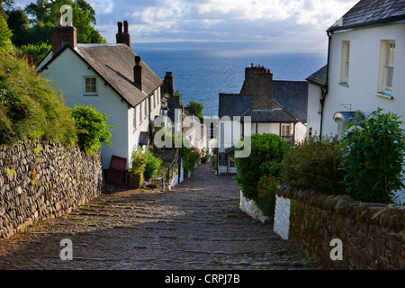 Steep narrow cobbled street leading down to the world famous fishing village of Clovelly. - Stock Photo