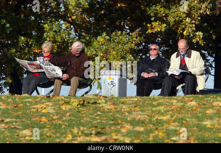 Elderly people on the park bench, Duesseldorf - Stock Photo