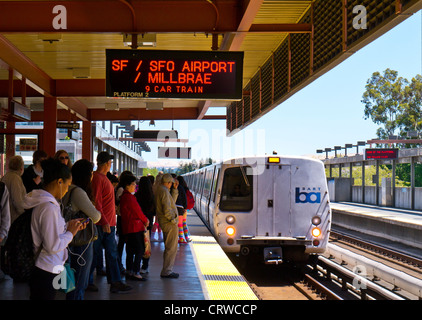 'BART' at Walnut Creek. 'Bay Area Rapid Transit' train system servicing 104 miles of the San Francisco bay area - Stock Photo