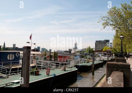 Thames River,Chelsea Embankment,SW3,Most Prestigious London Postcode, Luxury Houses,Villas,Apartments,Cheyne Walk - Stock Photo