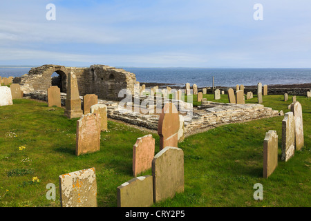 Cross Kirk church ruins with gravestones in the churchyard at Tuquoy, Westray Island, Orkney Islands, Scotland, - Stock Photo