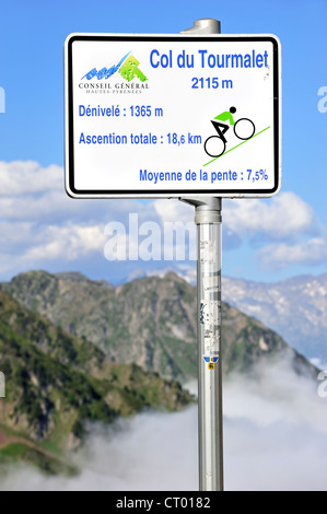 Sign telling angle of inclination for cyclists cycling the mountain pass Col du Tourmalet, Hautes-Pyrénées, Pyrenees, - Stock Photo