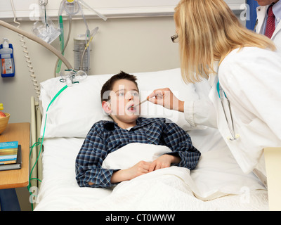 Doctor examining patient in hospital - Stock Photo