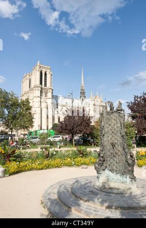 Fontaine Saint-Julien-le-Pauvre and Notre-Dame cathedral, Paris - Stock Photo
