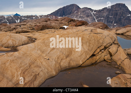 Igneous layering in gabbro of the Skaergaard intrusion, East Greenland - Stock Photo