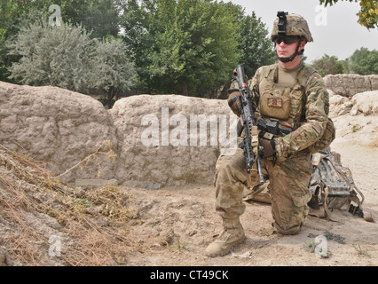 U.S. Army Spc. John Quinton, a native of Social Circle, Ga., and grenadier assigned to 3rd Platoon, A Battery, 2nd - Stock Photo