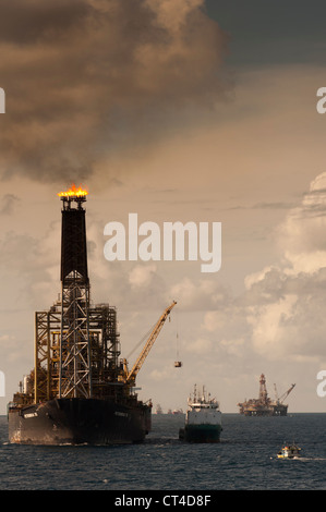 Oil rig FPSO P35 from Petrobras brazilian oil company with tanker vessel connected, during oil transfering. Campos - Stock Photo