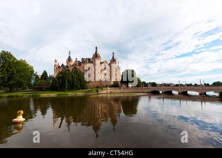 Schwerin Castle and lake, Mecklenburg-Vorpommern - Stock Photo