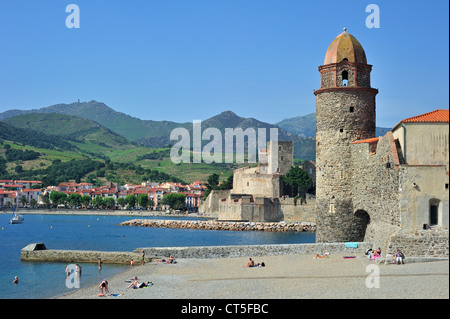 Tower of the church Notre-Dame des Anges and the fort Château royal de Collioure, Pyrénées-Orientales, Pyrenees, - Stock Photo