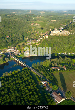 Aerial view of Castelnaud castle, the Dordogne river and surrounding countryside in the Dordogne-Perigord region - Stock Photo