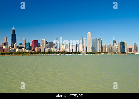 The Chicago skyline with the Chicago harbour and Lake Michigan in the foreground. - Stock Photo