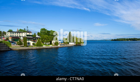 The Gananoque Inn on shores of Lake Ontario, starting off point for cruises of the Thousand Islands, Gananoque, - Stock Photo