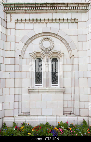 Window detail of theThe 'White Curch', officially Fairhaven United Reform Church, Lytham St. Anne's, Lancashire - Stock Photo