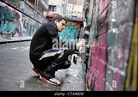 Young graffiti artist, sreet art, Melbourne, Victoria, Australien - Stock Photo