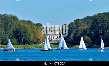 Sailboats on lake Chiemsee, Herrenchiemsee Palace in background, Chiemsee, Chiemgau, Upper Bavaria, Germany - Stock Photo