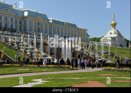 Magnificent Palace, cascade of  fountains, golden statues and gardens of Peterhof (Petrodvotets). - Stock Photo