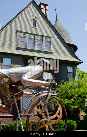 Wisconsin, Manitowoc. RAHR West Art Museum housed in historic Queen Anne style Victorian mansion built in 1891. - Stock Photo