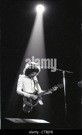 008851 - Brian May during Queen's A Night At The Opera Tour at the Hammersmith Apollo December 1975 - Stock Photo