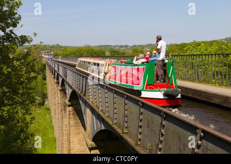 Canal boat, Pont Cysyllte aqueduct, Llangollen, Wales - Stock Photo