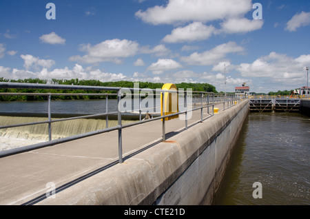 New York, Troy. Hudson River, Federal Lock. - Stock Photo