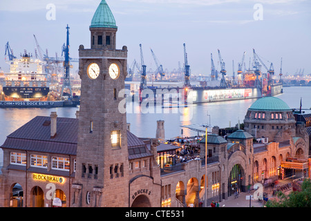 Water level tower at the The St. Pauli Landungsbrücken (St. Pauli Landing Bridges) and the harbour, Hamburg, Germany - Stock Photo
