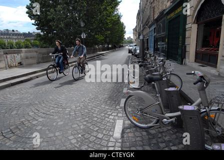 Bicyclists on Quai de L'Horloge Paris - Stock Photo