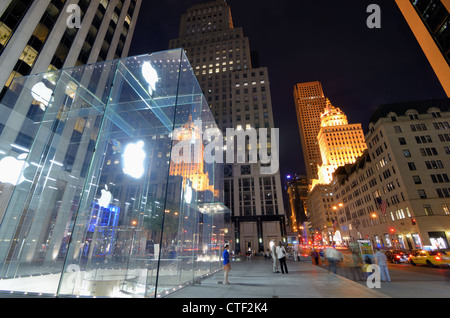 Apple Flagship Store along 5th Avenue in New York City. - Stock Photo