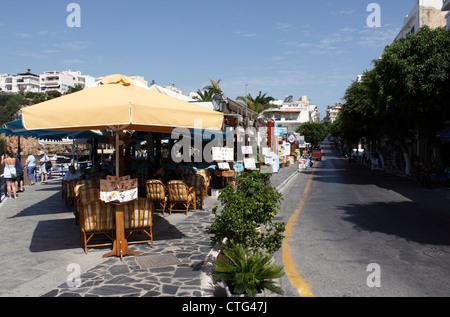 WATERFRONT RESTAURANT IN AGIOS NIKOLAOS ON THE GREEK ISLAND OF CRETE. EUROPE - Stock Photo