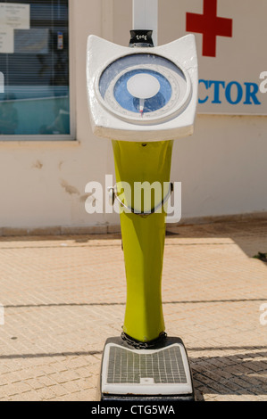 Old fashioned weighing scales - Stock Photo