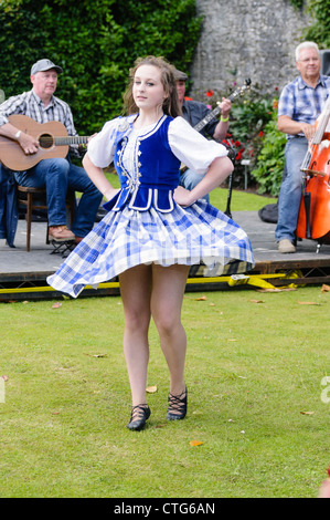 Teenage girl Scottish dancer - Stock Photo