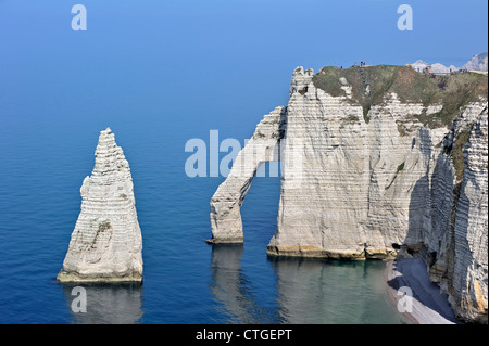 L'Aiguille and the Porte D'Aval, a natural rock arch in the chalk cliffs at Etretat, Côte d'Albâtre, Upper Normandy, - Stock Photo
